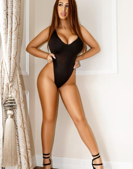 Yasmin Darling Escort model