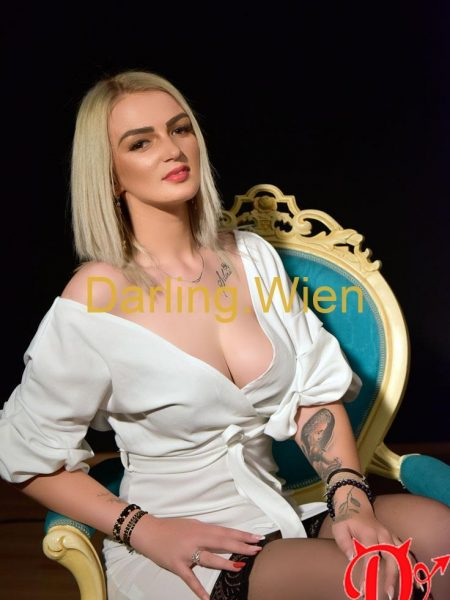 Mirabelle Darling escort girl